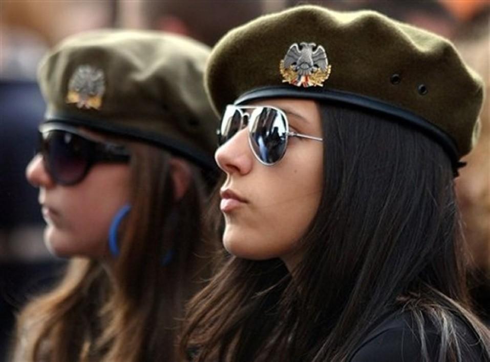 Просмотр фотосета девушка в униформе фото 545-945